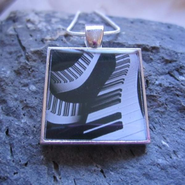 Piano Abstract Swirl Design - Funky Resin Pendant