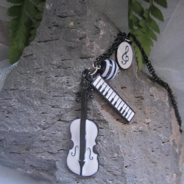 White Music Necklace